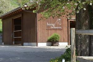 Hofansicht der Pferdepension Haug.