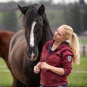 Pferdeosteopathin Ronja Martin